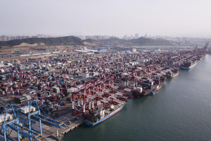 THE ANNUAL U.S. deficit in goods and services decreased 1.7% to $616.8 billion in 2019, / BLOOMBERG NEWS FILE PHOTO/QILAI SHEN