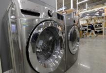 U.S. DURABLE GOOD orders rose 1.2% in February. / AP FILE PHOTO/STEVEN SENNE