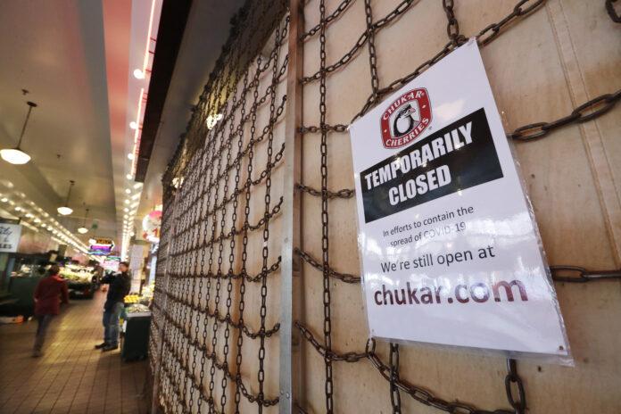 U.S. UNEMPLOYMENT claims increased by 2.1 million last week. / AP FILE PHOTO/ELAINE THOMPSON