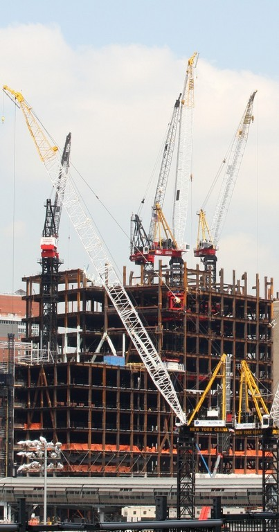 COMMERCIAL CONSTRUCTION kept the U.S. economy moving forward in the second quarter, as GDP grew 3.4 percent, after a 0.6-percent gain in the first quarter of 2007. /