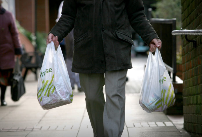 THE SHAW'S SUPERMARKET announced that it will no longer provide plastic bags to customers at its Barrington location.  / BLOOMBERG FILE PHOTO/GRAHAM BARCLAY