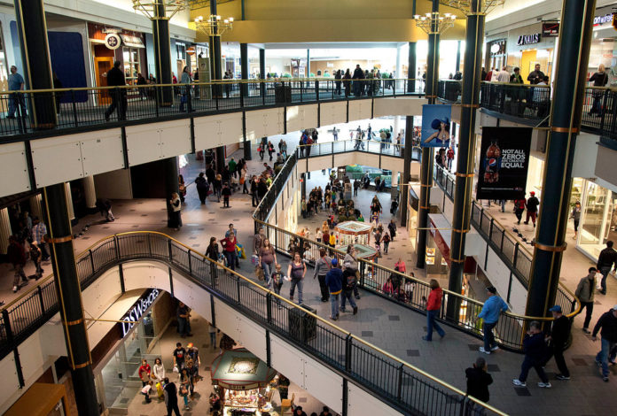 FOR THE THIRD CONSECUTIVE MONTH, retail sales in the U.S. rose in January, showing that household spending has increased even as payroll taxes rose.  / BLOOMBERG FILE PHOTO/ARIANA LINDQUIST