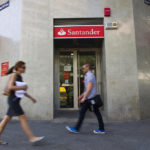 BANCE SANTANDER SA has agreed to sell half of its asset-management division to U.S. buyout firms Warburg Pincus LLC and General Atlantic LLC. / BLOOMBERG FILE PHOTO/ANGEL NAVARRETE