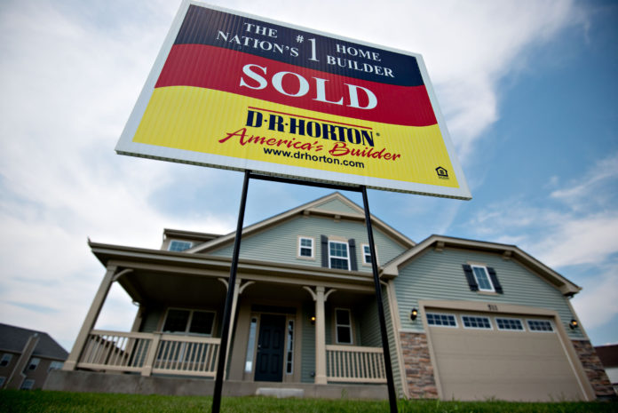 INCREASING INTEREST RATES seem to be having a negative effect on home sales in the U.S., as July saw the second consecutive decline in the pending home sale index produced by the National Association of Realtors. / BLOOMBERG NEWS FILE PHOTO/DANIEL ACKER