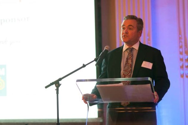 Scott Wragg, managing director of the CBIZ Tofias Providence office, welcomes guests and honorees / Rupert Whiteley