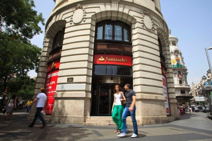 BANCO SANTANDER SA on Thursday reported second-quarter net income of $1.94 billion, a 38 percent increase over the $1.41 billion for the same period last year. / BLOOMBERG FILE PHOTO/ANGEL NAVARRETE