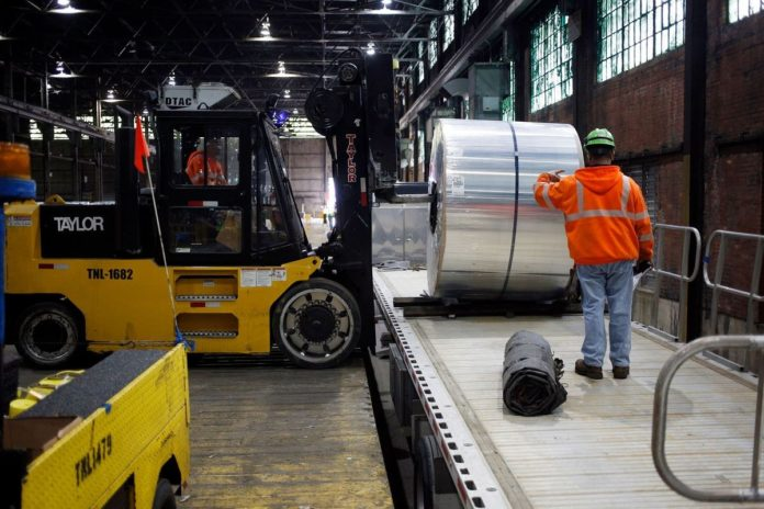 MANUFACTURING GROWTH accelerated in January for a fifth consecutive month on stronger orders and production that signal America's factories are rebounding. / BLOOMBERG NEWS PHOTO