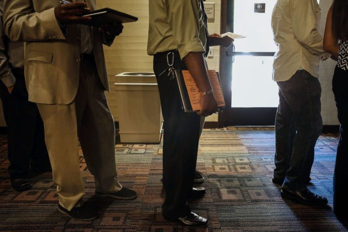FILINGS FOR U.S. unemployment benefits rose to a seven-week high, representing a departure from other data showing a solid labor market. / BLOOMBERG NEWS PHOTO