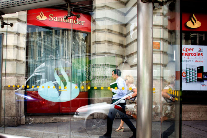 A BANCO Santander SA unit will pay almost $25 million to two U.S. states to resolve a joint investigation into predatory subprime auto loans that resulted in buyers owing thousands of dollars more than their cars were worth - the first such accord in the country. / BLOOMBERG NEWS PHOTO/ANGEL NAVARRETE
