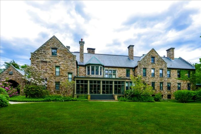 THE HAROLD Brown Villa, a Gilded Age estate, is on the market for $5.9 million. /COURTESY LILA DELMAN REAL ESTATE INTERNATIONAL