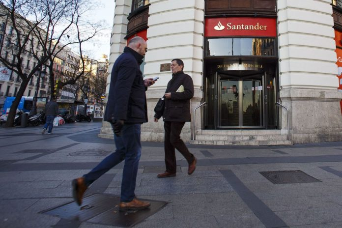 BANCO SANTANDER IS believed to be seeking about $5.7 billion billion for a 51 percent stake in real estate loans and assets it inherited when it purchased the failing Banco Popular Espanol. /BLOOMBERG FILE PHOTO /ANGEL NAVARRETE