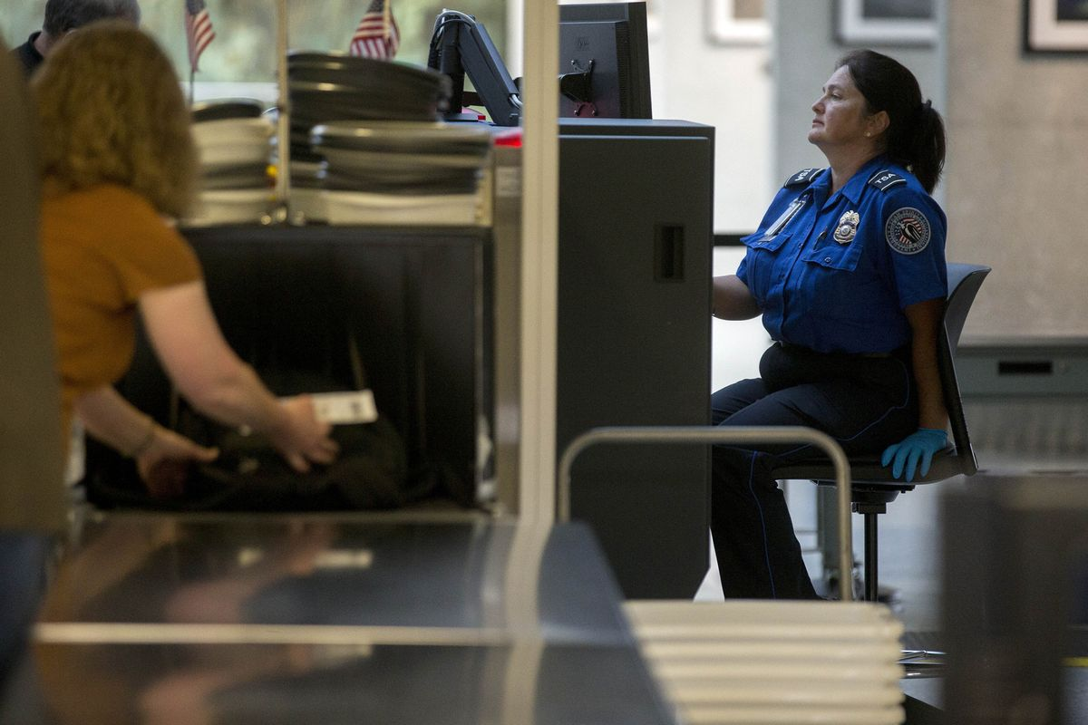 U.S. AIRLINE PASSENGERS will now have to remove electronic devices out of carry-on bags for inspection. / BLOOMBERG FILE PHOTO/ANDREW HARRER