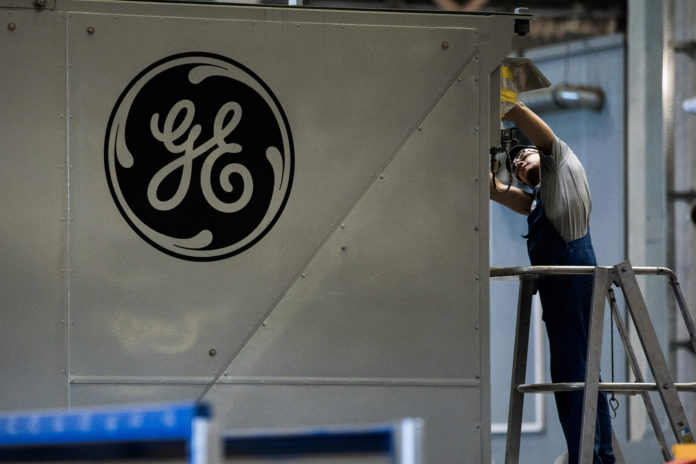 GENERAL ELECTRIC CO. is trending towards the bottom of the company's profit forecast as CEO Jeffrey Immelt prepares to leave the company./ BLOOMBERG FILE PHOTO/AKOS STILLER