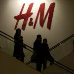CUSTOMERS RIDE ESCALATORS in an H&M store in New York. / BLOOMBERG FILE PHOTO/DANIEL ACKER