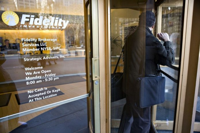 FIDELITY INVESTMENTS said operating income surged 54 percent in 2017. / BLOOMBERG FILE PHOTO/JB REED
