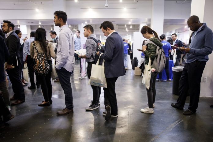 U.S. JOBLESS CLAIMS increased by 3,000 to 229,000 for the week ended March 17. / BLOOMBERG FILE PHOTO/PATRICK T. FALLON