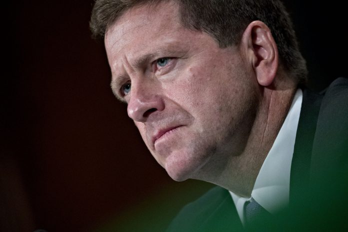 JAY CLAYTON is chairman of the U.S. Securities and Exchange Commission, which recently proposed to overhaul its conflict of interest rules for brokers. / BLOOMBERG FILE PHOTO/ANDREW HARRER