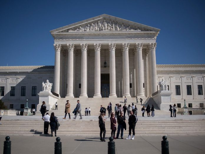 THE U.S. SUPREME COURT said government employees have a constitutional right not to pay union fees. / BLOOMBERG FILE PHOTO/RON ANTONELLI