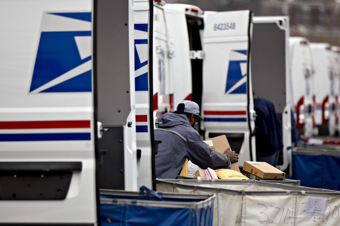 FOUR INDIVIDUALS pleaded guilty to federal tax charges related to vehicle maintenance vendors for the United States Postal Service in Rhode Island. / BLOOMBERG FILE PHOTO/ANDREW HARRER