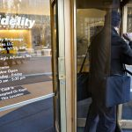 FIDELITY INVESTMENTS INC. is trimming fees on the target-date index funds it sells to retirement plans. / BLOOMBERG FILE PHOTO/JB REED