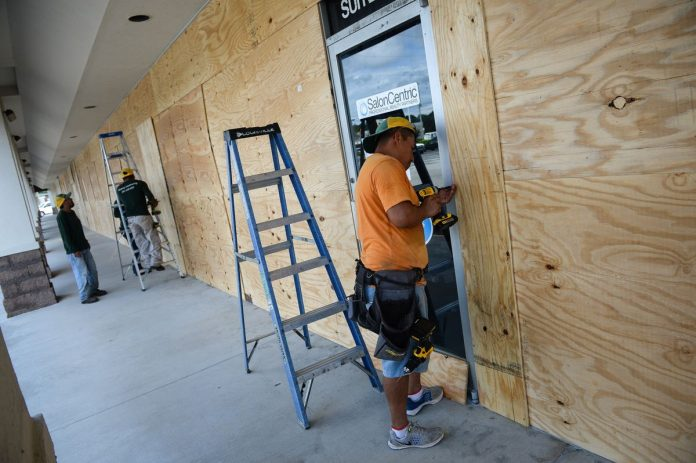 INSURANCE COMPANIES are expecting an increase in business-interruption insurance policy claims as Hurricane Florence approaches the U.S. East Coast. / BLOOMBERG NEWS FILE PHOTO/CHARLES MOSTOLLER