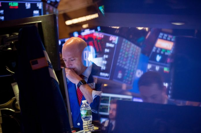 UNITED STATES markets slumped Tuesday morning as investors grew concerned that the trade war and rising interest rates have put an end to runaway expansion of corporate profits. / BLOOMBERG NEWS FILE PHOTO/MICHAEL NAGLE