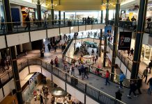 U.S. RETAIL SALES rose by the most in five months in October, driven by automobiles, fuel and building materials. / BLOOMBERG NEWS FILE PHOTO/ARIANA LINDQUIST