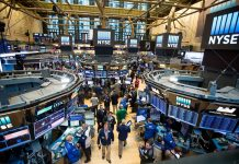 CORRECT COURSE? Investors have been hit by increased volatility in U.S. equity markets over the last month, leading to talk of a market correction. Has the powerful moves caused you to change your investment strategy? / BLOOMBERG NEWS FILE PHOTO/MICHAEL NAGLE