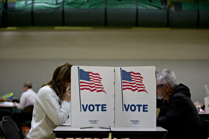 U.S. VOTERS approved about $76.3 billion of bond referendums in the midterm elections. / BLOOMBERG NEWS FILE PHOTO/ANDREW HARRER
