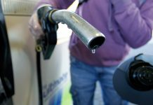 THE AVERAGE PRICE of gas in Rhode Island declined 3 cents to $2.56 per gallon, 14 cents higher than the national average but 6 cents lower than the average price of regular gas in Massachusetts. / BLOOMBERG NEWS FILE PHOTO/PAUL THOMAS