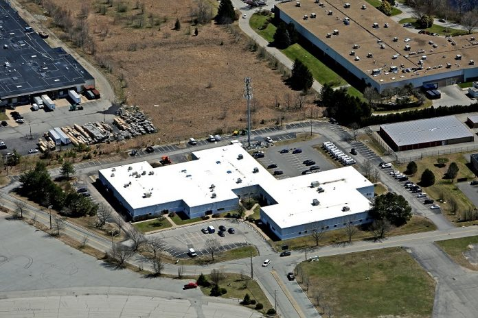THE COMMERCIAL PROPERTY AT 670-710 Narragansett Park Drive in Pawtucket was sold for $6.7 million to Legacy Gansett LLC. / COURTESY CBRE