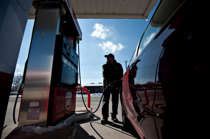 THE AVERAGE PRICE of regular gas in Rhode Island decreased 4 cents to $2.42 per gallon this week. / BLOOMBERG NEWS FILE PHOTO/DANIEL ACKER