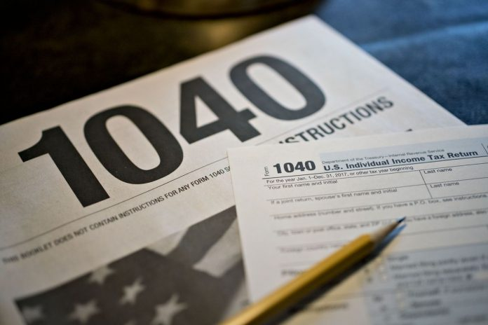 ROUGHLY 10.9 MILLION people are losing out deductions for state and local taxes due to the $10,000 state and local taxes deduction cap included in the 2017 tax overhaul. / BLOOMBERG NEWS FILE PHOTO/DANIEL ACKER