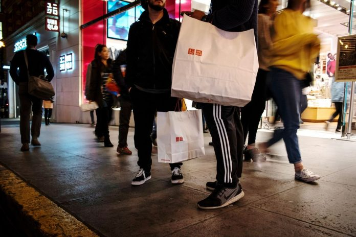 U.S. RETAIL SALES declined 1.2 percent from the prior month in December, according to Commerce Department figures released Thursday after a four-week delay due to the shutdown. / BLOOMBERG NEWS FILE PHOTO/DAVID PAUL MORRIS