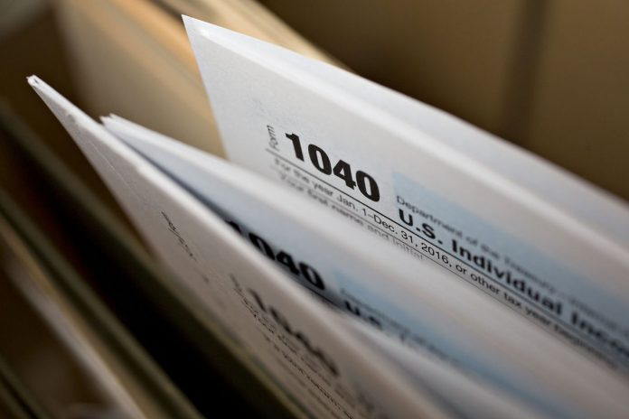 THE AVERAGE federal tax refund average was about $3,008 for the week ending March 8, $4 more than the previous year. The IRS estimates it will ultimately issue about 2.3 percent fewer refunds this year as a result of changes to how much were withheld from paychecks. / BLOOMBERG NEWS FILE PHOTO