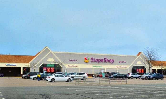 UNIONIZED STOP & Shop workers went on strike Thursday. / COURTESY RK CENTERS