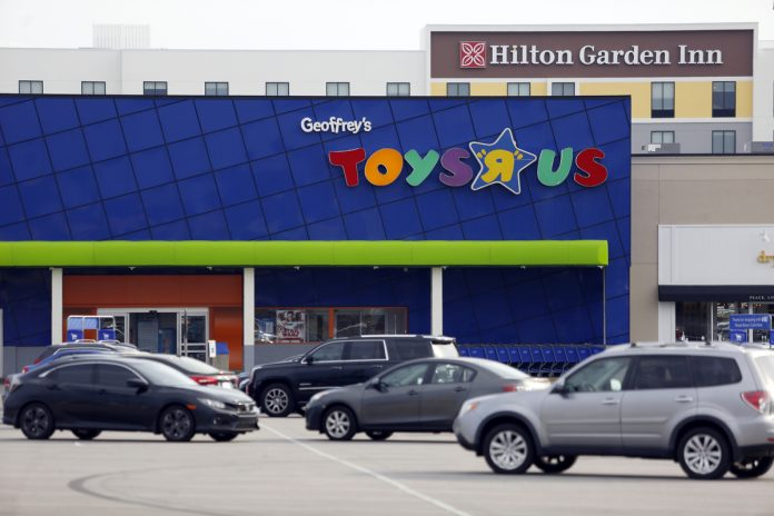 THE REMNANT of the defunct Toys R Us chain is set to return this holiday season by opening about a half dozen U.S. stores and an e-commerce site, according to people familiar with the matter. / BLOOMBERG NEWS FILE PHOTO/LUKE SHARRETT