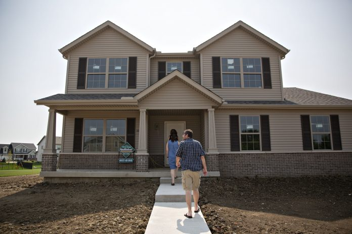SALES OF NEW single-family homes in the U.S. dropped 7.8% to a 626,000 annualized pace in May. / BLOOMBERG NEWS FILE PHOTO/DANIEL ACKER