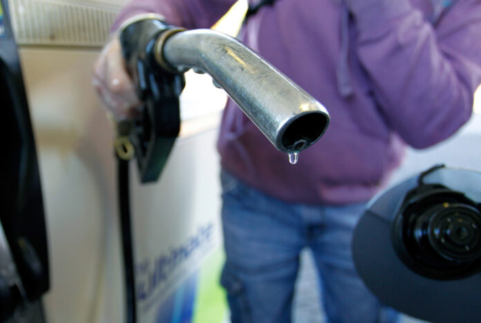 THE AVERAGE PRICE of regular gas in Rhode Island declined 5 cents this week. / BLOOMBERG FILE PHOTO/PAUL THOMAS