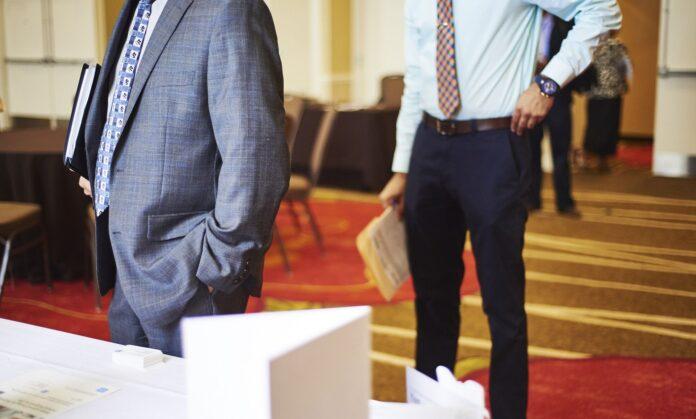 U.S. JOBLESS CLAIMS decreased by 12,000 to 209,000 last week. / BLOOMBERG NEWS FILE PHOTO/GABBY JONES