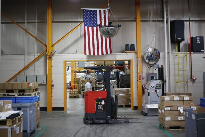 U.S. FACTORY orders for business equipment increased in July for a third month while shipments of such goods plunged the most since October 2016. / BLOOMBERG NEWS FILE PHOTO/LUKE SHARRETT