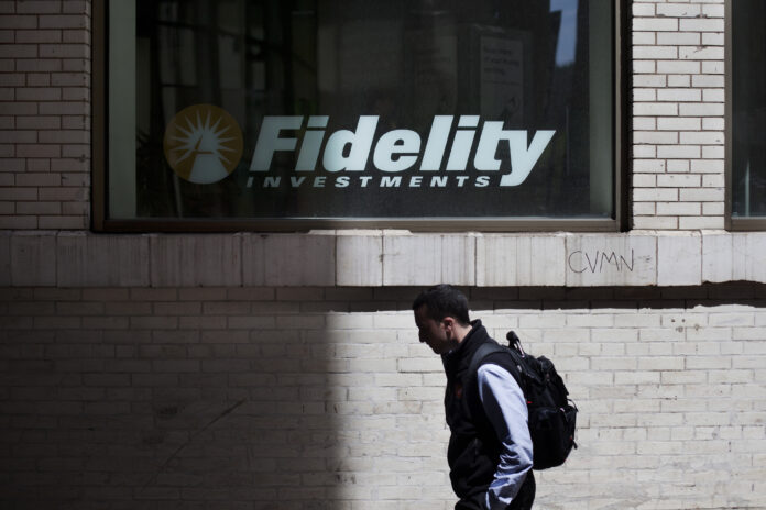 FIDELITY INVESTMENTS will charge no commissions for online buying and selling of United States stocks, exchange-traded funds and options. / BLOOMBERG NEWS FILE PHOTO/VICTOR J. BLUE